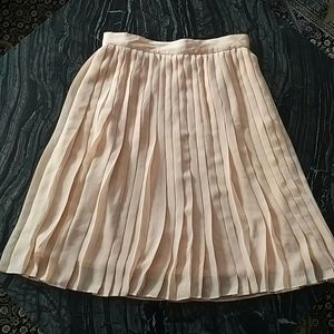 CLUB MONACO - pink pleated knee length skirt